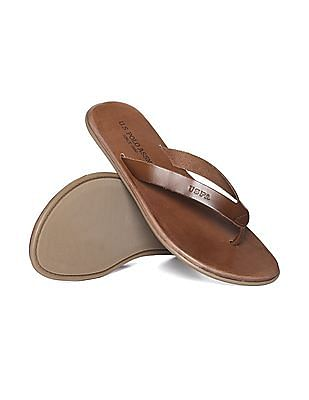 U.S. Polo Assn. V-Strap Grained Sandals